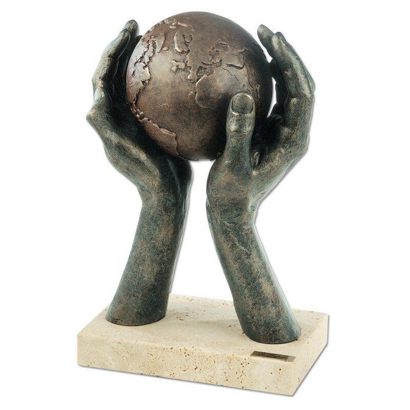 Sculpture Le monde entre vos mains
